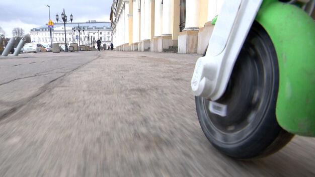 Minister: hulajnogi na ścieżki rowerowe, kaski i minimalny wiek